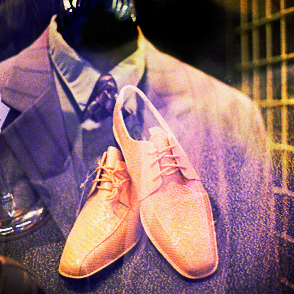 Photo of a man's suit and shoes
